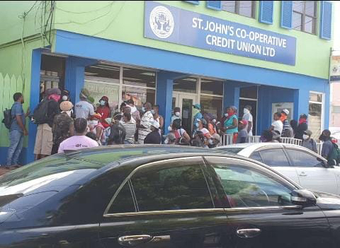 Banks may reopen daily to reduce queues