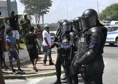 Trinidad: Police open fire, as protests escalate