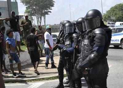 Trinidad: Police open fire, as protests escalate