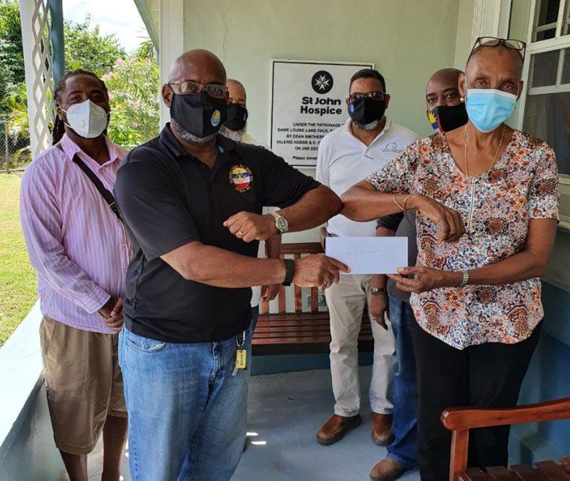Waladli Lodge donates funds to St John Hospice
